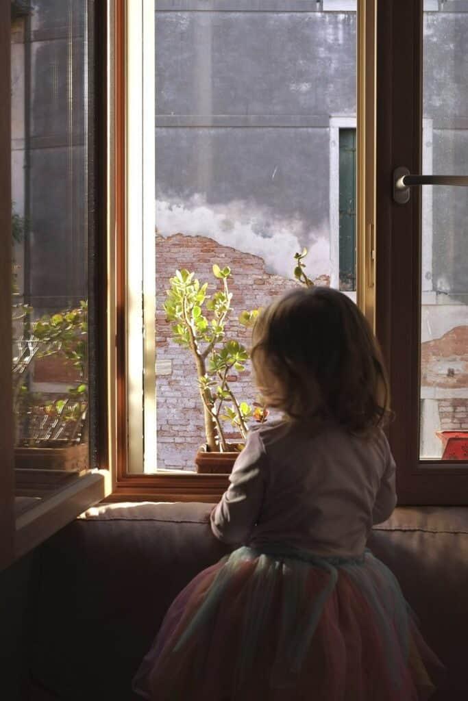 La tercera primavera de Nora, vivida desde la ventana. Venice, Italy